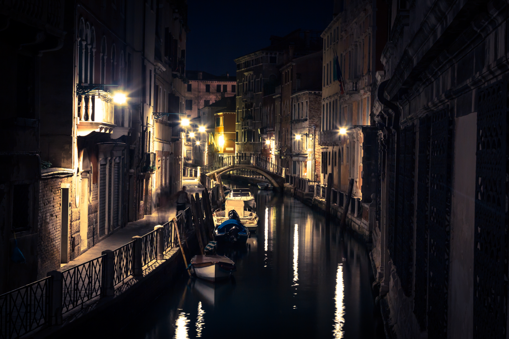 Walk the Ancient Streets of Venice on a Ghost Tour